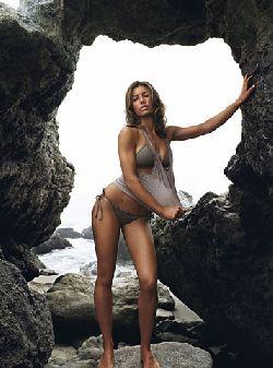jessica-biel-bikini-gq-01.jpg