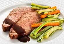 Receita de Assado de peito bovino com barbecue e legumes