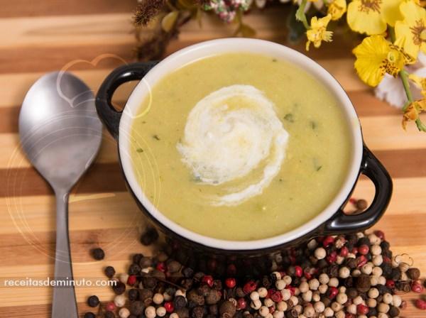 Sopa Creme de Abobrinha com Curry