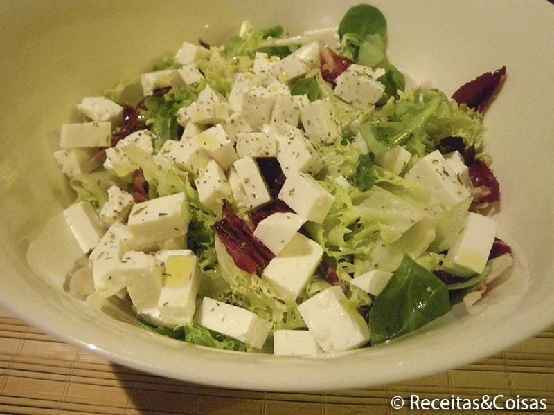 Salada mista com queijo de cabra