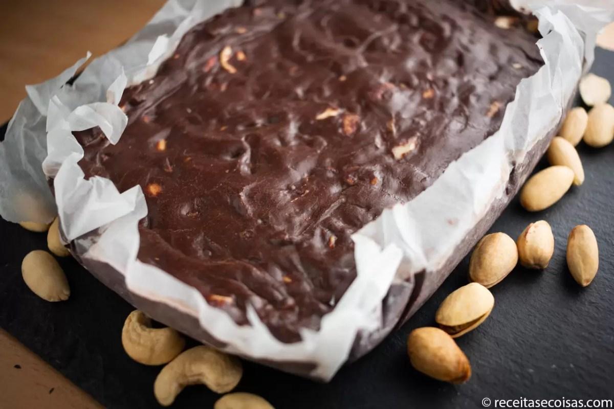 Salame de chocolate e frutos secos Sem glúten