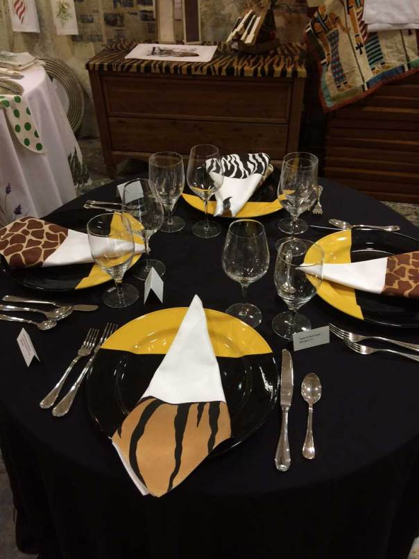 animal-napkin-table-setting