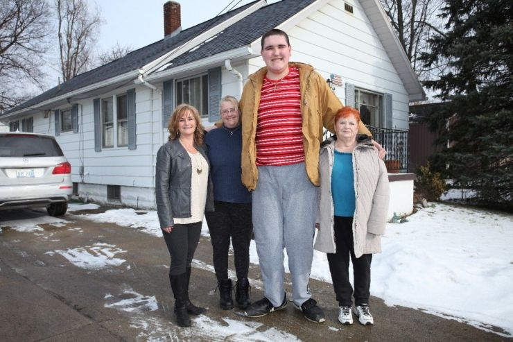 Broc Brown With His Relatives (From Left To Right) Aunt Stacy Synder, Mother Darci Moss Elliot, Grandmother Joy Moss