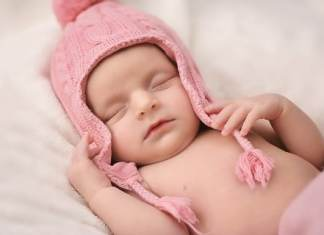 What Are the Points in Favor of Sleeping on the Floor for Both Mom and Child?