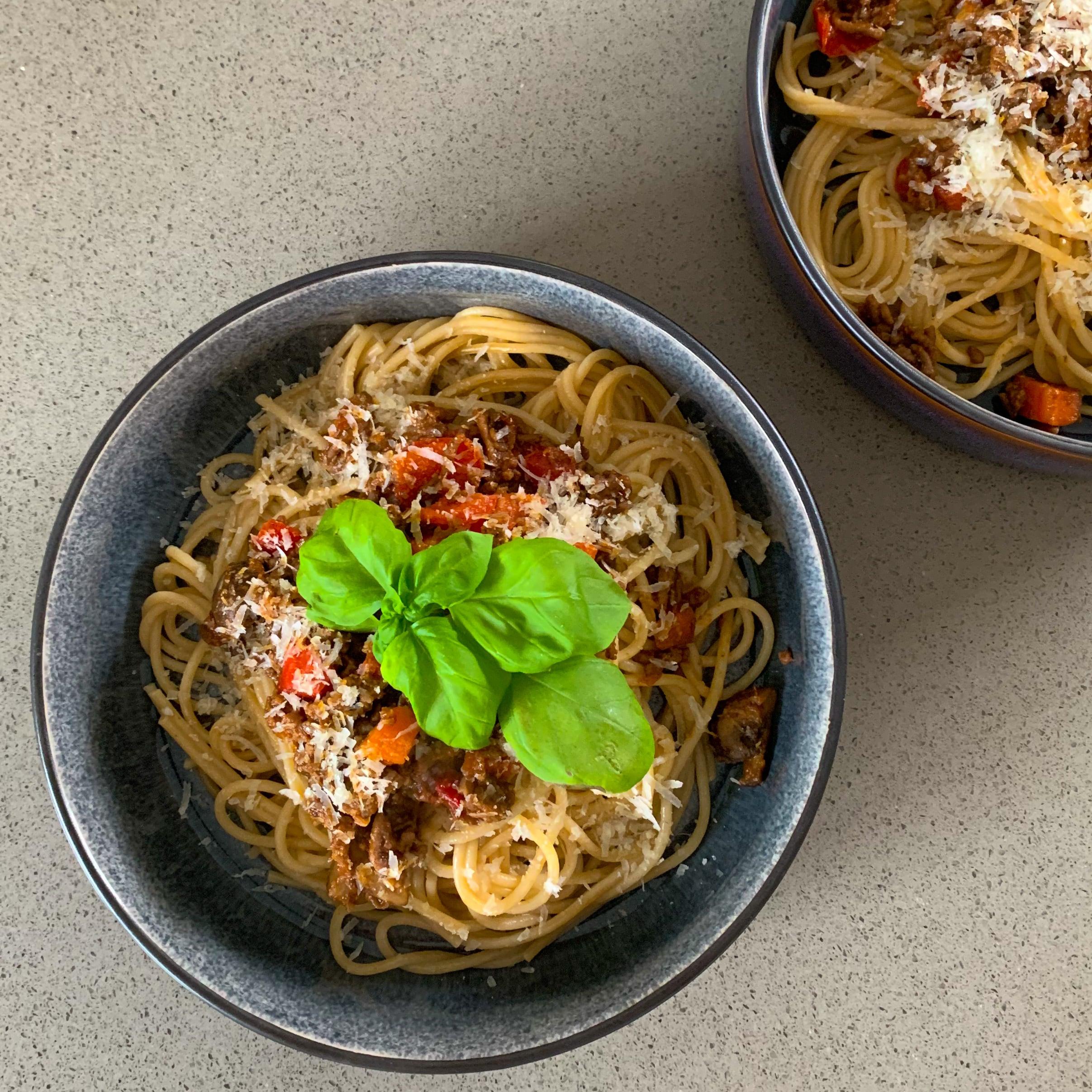 Pastasaus met gehakt en verse tomaten