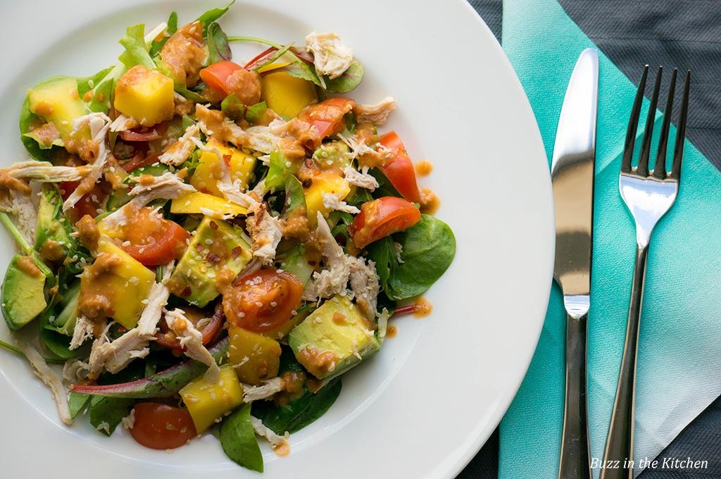Mango Kip Salade met Cashewnoten Dressing