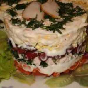 Салат с копченой курицей и сыром