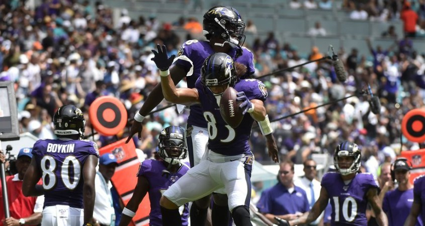 Los Cuervos de Baltimore aplastaron 59-10 a los Delfines de Miami de la mano del QB Lamar Jackson.