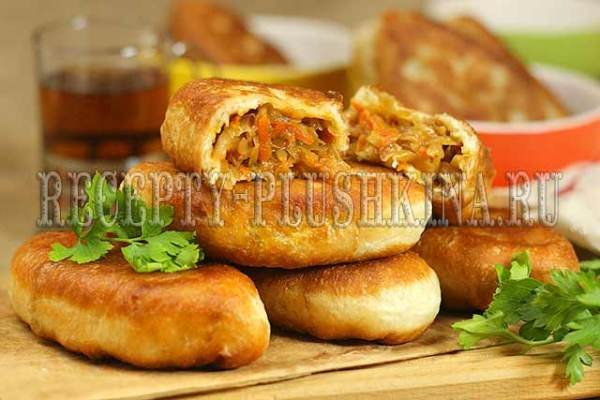Пирожки с капустой жареные на сковороде, рецепт с фото