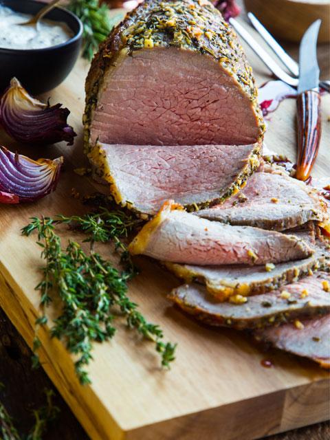 Мясо, запеченное с хреном и чесноком