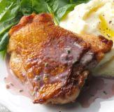 Pollo con salsa de vino tinto