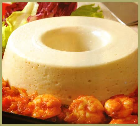 savarín de atún y pepino con salsa de camarones