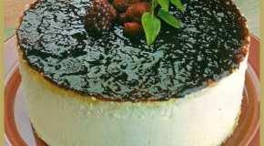 Torta de queso crema y frutos rojos