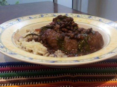 receta-Frijol-negro-con-Chipilín-y-Chicharrón-mundochapin-guatemala