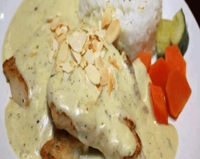 Pollo En Crema de Almendras