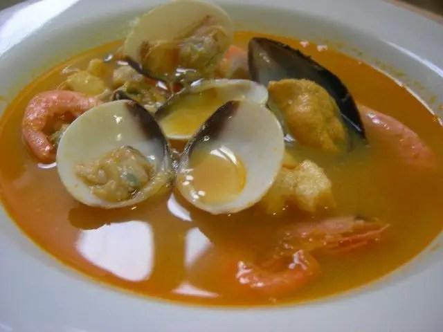 sopa de marisco 2 - Sopa de marisco en olla JRD