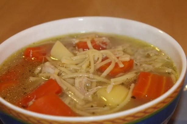 sopa de pollo 1 - 6 Remedios caseros con los que aliviar la tos en los niños ( y adultos)