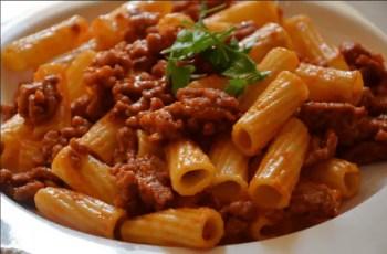 pasta con salsa boloñesa - Pasta con carne y salsa boloñesa en Thermomix