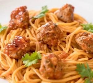 albondigas de pollo con salsa de tomate - Recetas tradicionales de carne