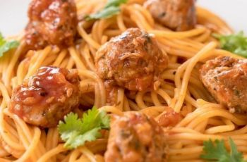 albondigas de pollo con salsa de tomate - Albóndigas de pollo con salsa de tomate para niños