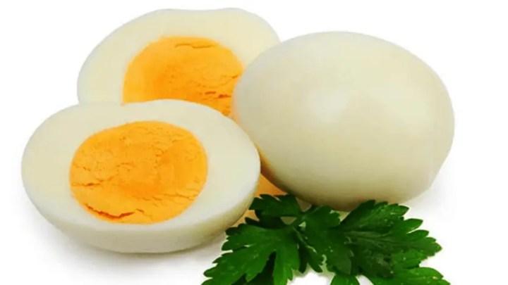 como pelar huevos cocidos - Como pelar un huevo duro