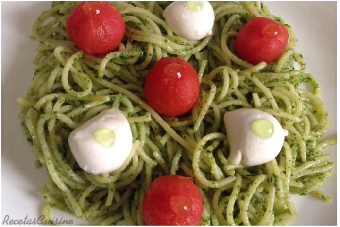 espaguetis-al-pesto-de-rucula