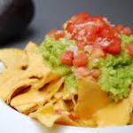 Tacos con salsa casera y guacamole. Fácil elaboración