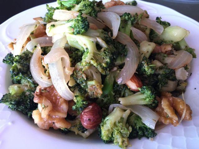 wok de brocoli y frutos secos