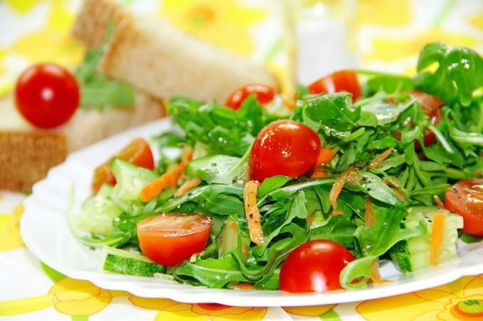 Ensalada de lechuga con tomate y pepino