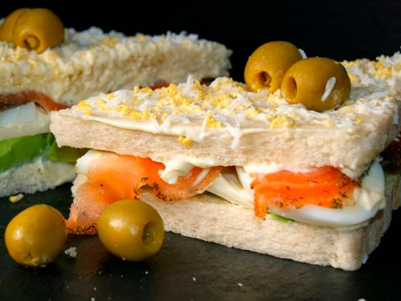 sandwich de salmon y aguacate