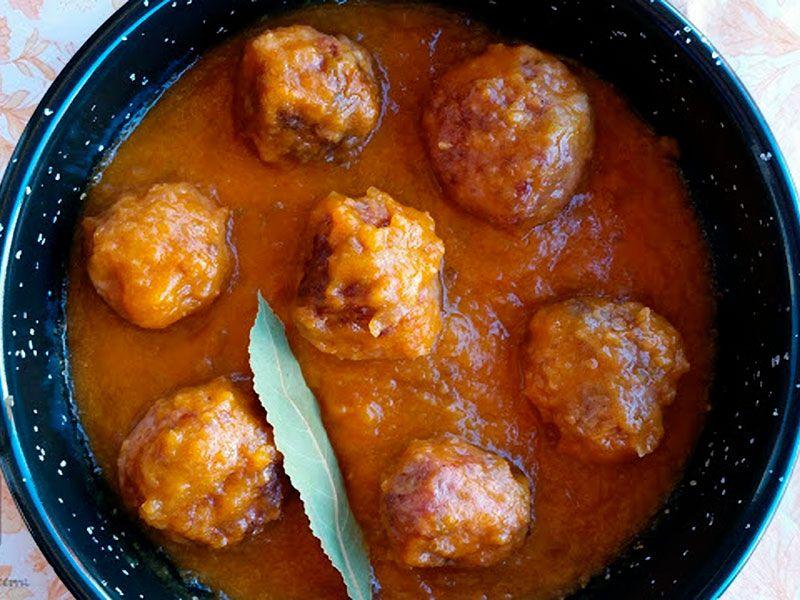 albondigas en salsa española