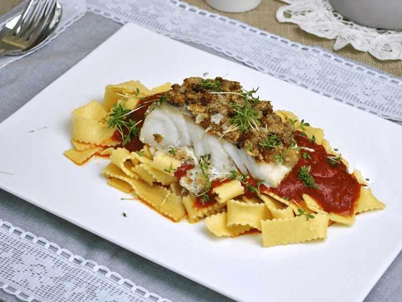 merluza con pasta al estilo italiano