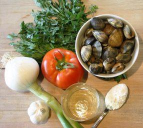 ingredientes para hacer almejas a la marinera