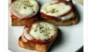 Tostas de Tomate con Mozarella