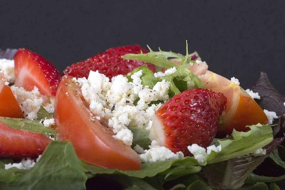 Ensalada de pollo con fresas