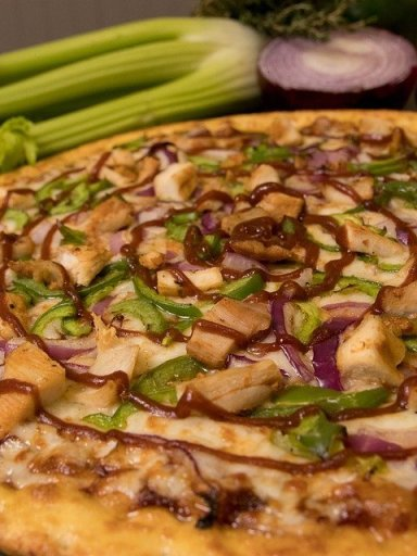 Pizza barbacoa con masa casera