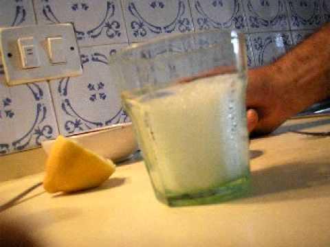 Limonada sin azúcar mas  bicarbonato. Recetas vegetarianas... (1/2)