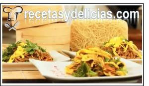 chop suey de pollo con fideos orientales