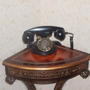 Junto al teléfono - ▷ Junto al teléfono ✍