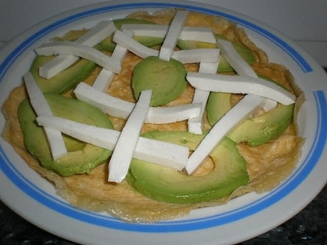 ▷ Crepes de tortilla con aguacate 🥚 🥑