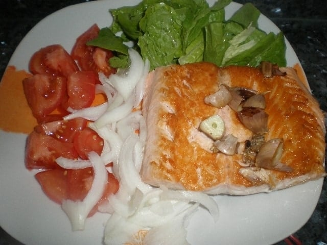 ▷ Filete de salmón con ensalada 🐠 🥗
