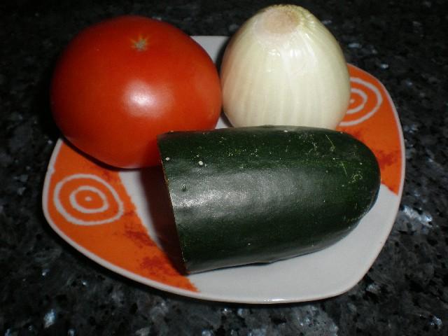 Tomate pepino y cebolla