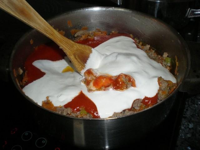 Mezclar tomate y nata 1