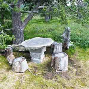 a4cd28d67a388a90d27568a07a2f27e2 - ▷ Una mesa de roca 📖