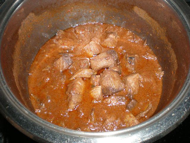 Daditos de atún rojo en salsa