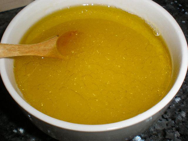 Mezclar sal, aceite y zumo de limón
