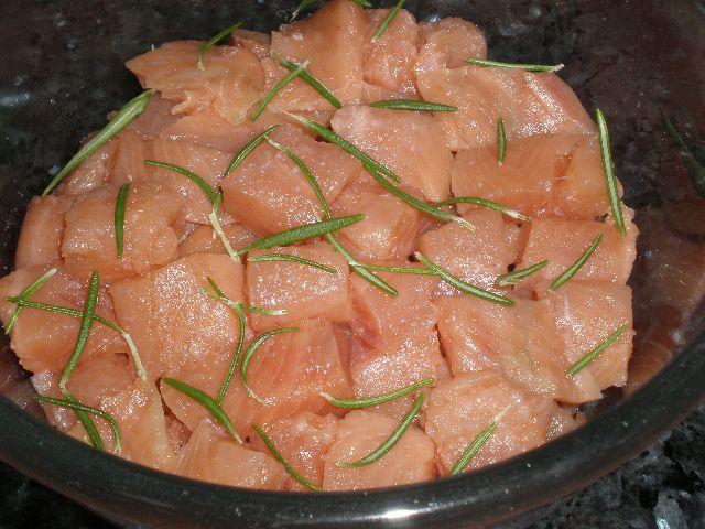 Daditos de salmón con romero