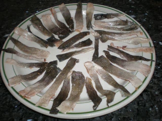 Tiras de pieles de salmón salvaje
