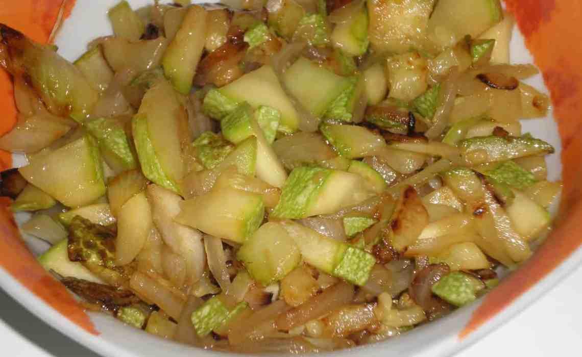 ▷ Calabacín frito con cebolla 🥒 🧅