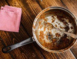 Poudre à récurer pour nettoyer le fond de vos casseroles